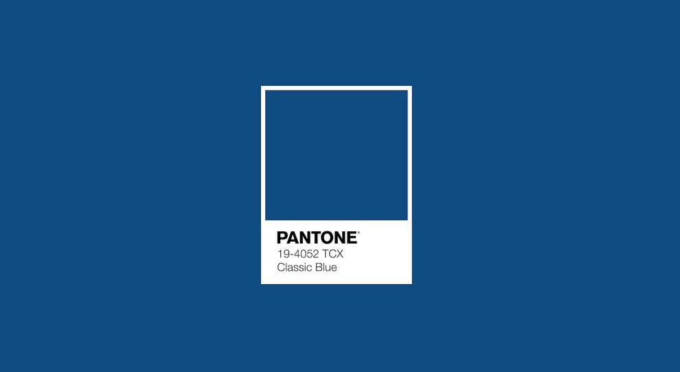 ABITI DAMIGELLE: CLASSIC BLUE, COLORE PANTONE 2020